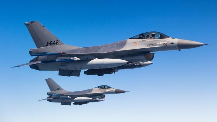 Twee F-16's tijdens de bevelingsvluchten (c) Daan van der Heijden