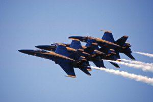 Blue Angels in 2006 boven Leeuwarden © Leonard van den Broek