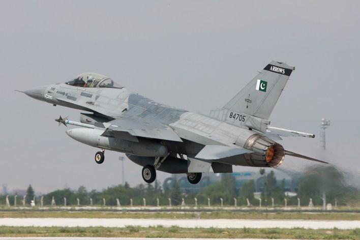 F-16A van 11 squadron 'Arrows' van de Pakistaanse luchtmacht © Paul Mali