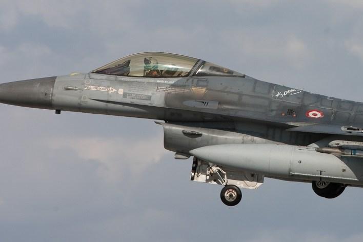 Close up van een Turkse F-16C in de start vanaf Konya © Paul Mali