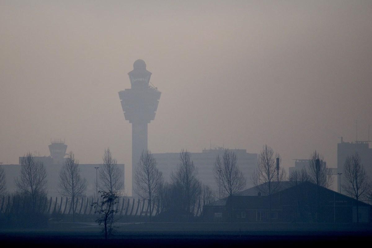 Grote brand vlakbij Polderbaan Schiphol