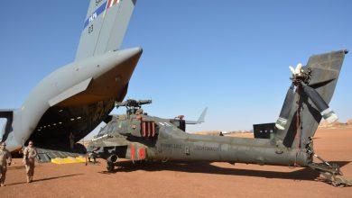 De C-17 laadt de Apache gevechtshelikopters uit - ©Koninklijke Luchtmacht