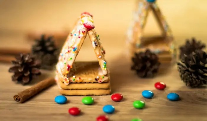 Easy Gingerbread Stables to Make with the Kids