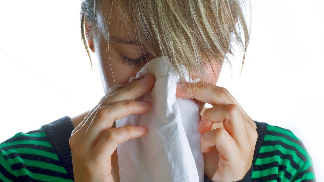 woman sneezing cold flu sick16254036-159532