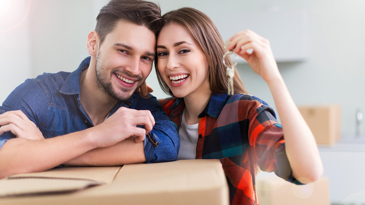 happy-couple-moving-into-new-house_1529694122804_380845_ver1_20180623054102-159532