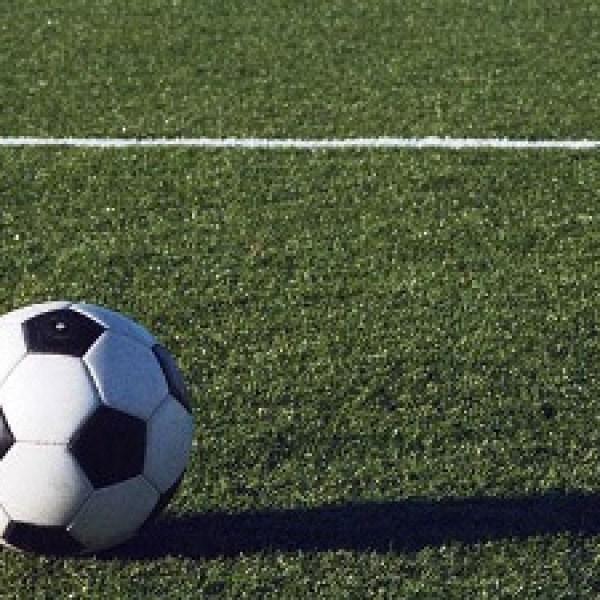 soccer-ball-on-grass-field-jpg_20151110171732-159532