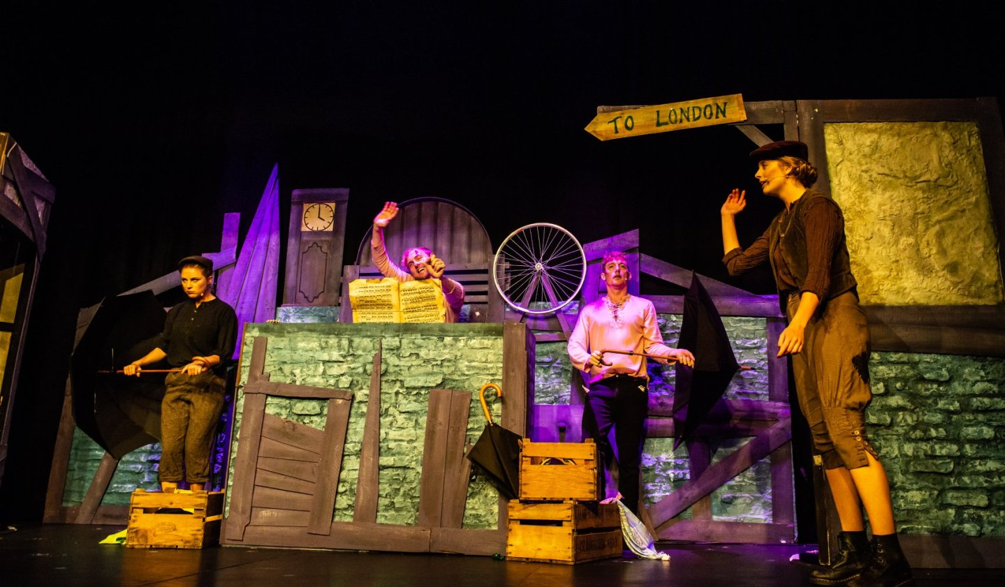 REVIEW ★★★★ Sh!t-faced Showtime – Oliver With A Twist