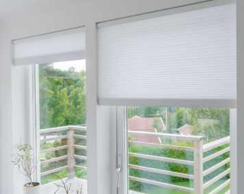 Duettegardin i fönster för solskydd