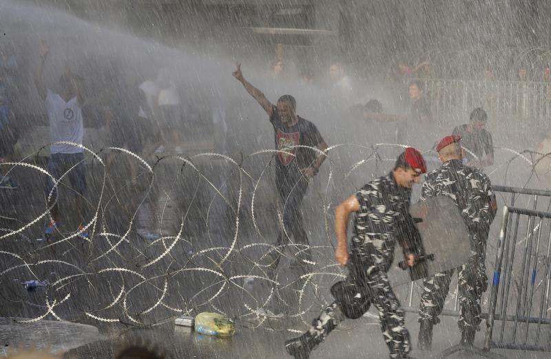 هيومن رايتس ووتش: قوى الأمن تقمع المتظاهرين وينبغي التحقيق واحترام الحق في التجمع السلمي