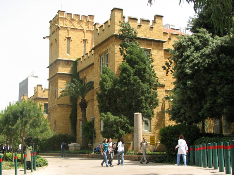 الطلاب السوريون ممنوعون من الزواج من لبنانيات!