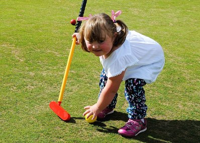 Putting-at-Enmore-Golf-Club