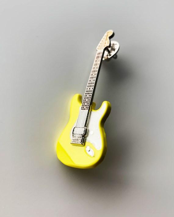 Strat_yellow_detail