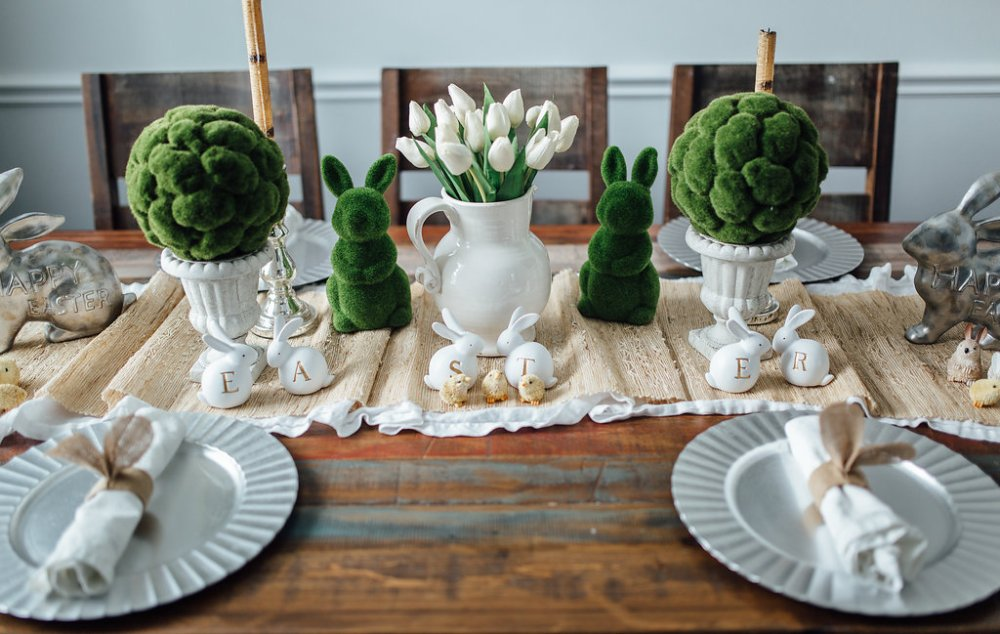 Dining room | Spring tablescape | Small dining room decor | Easter home decor | Uptown with Elly Brown