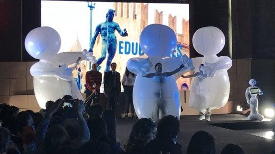 Droni, robot che suonano e favole animate: la scuola digitale in mostra a Bologna