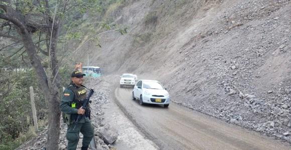Abren paso a un carril en la vía entre Medellín y Urabá
