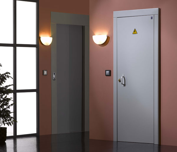 Puertas de paso al recinto de contadores electricos