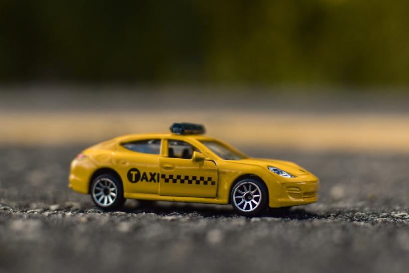タクシーの運転手さんには行き先をはっきり伝えます。よね?
