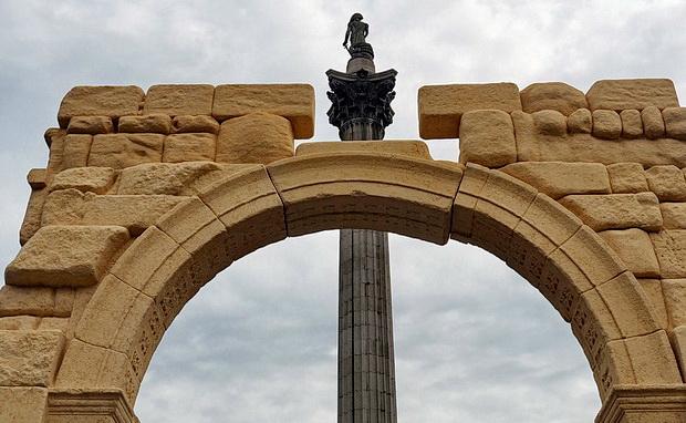 Palmyras Arch of Triumph recreated in Londons Trafalgar