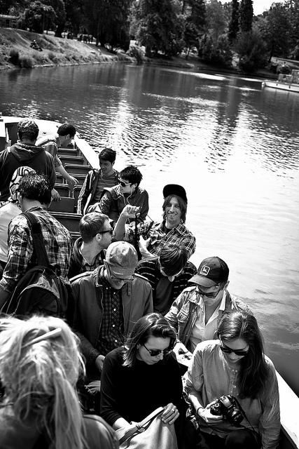Blogger auf Bootsfahrt
