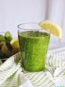 Super Green Smoothie with lemon
