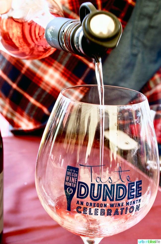 Taste-Dundee-Oregon-Rose-Pour
