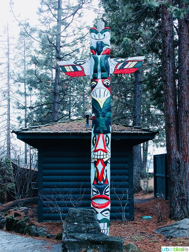 totem pole at Suttle Lodge in Sisters, Oregon
