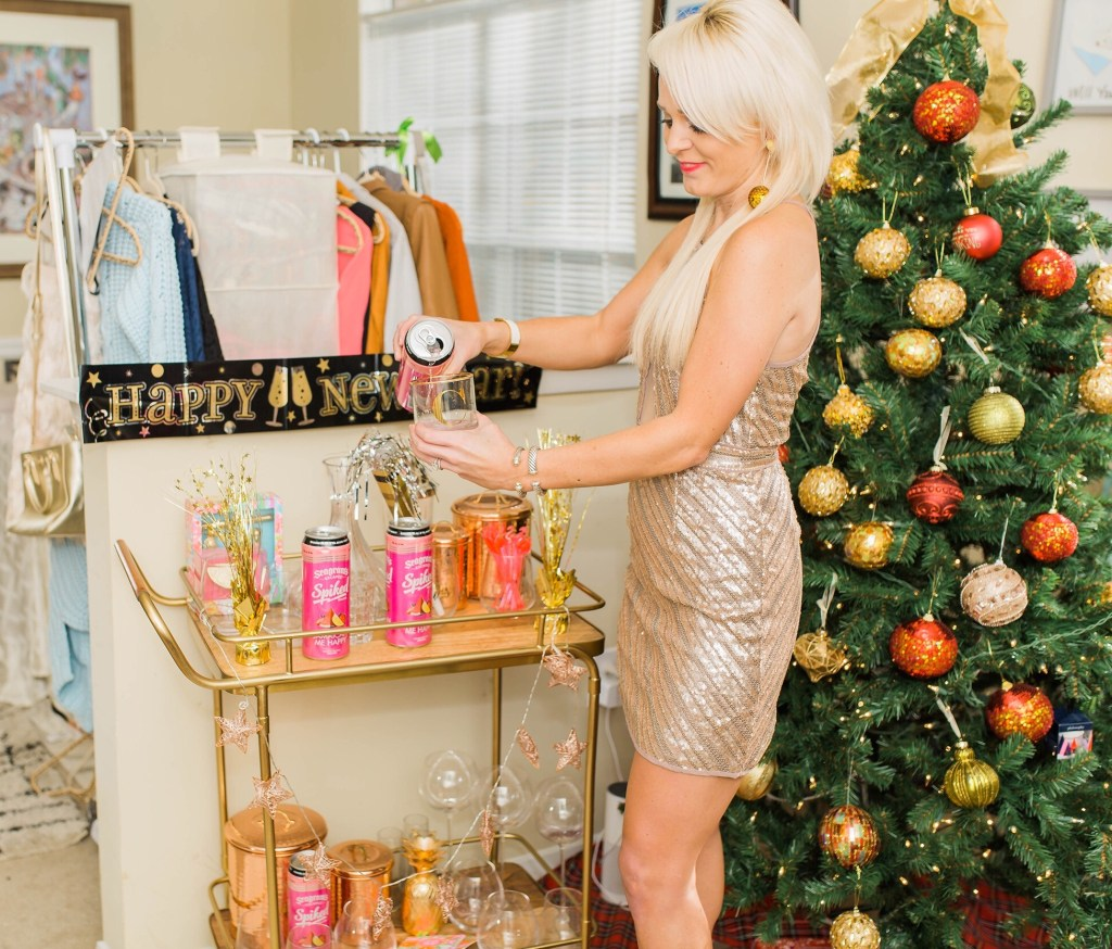ringing-in-nye-with-seagrams-escapes-barcart-christmas-tree