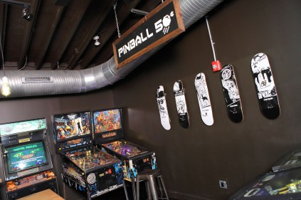 Pinball Games at 16-Bit Bar+Arcade Cbus [Sam Howzit]