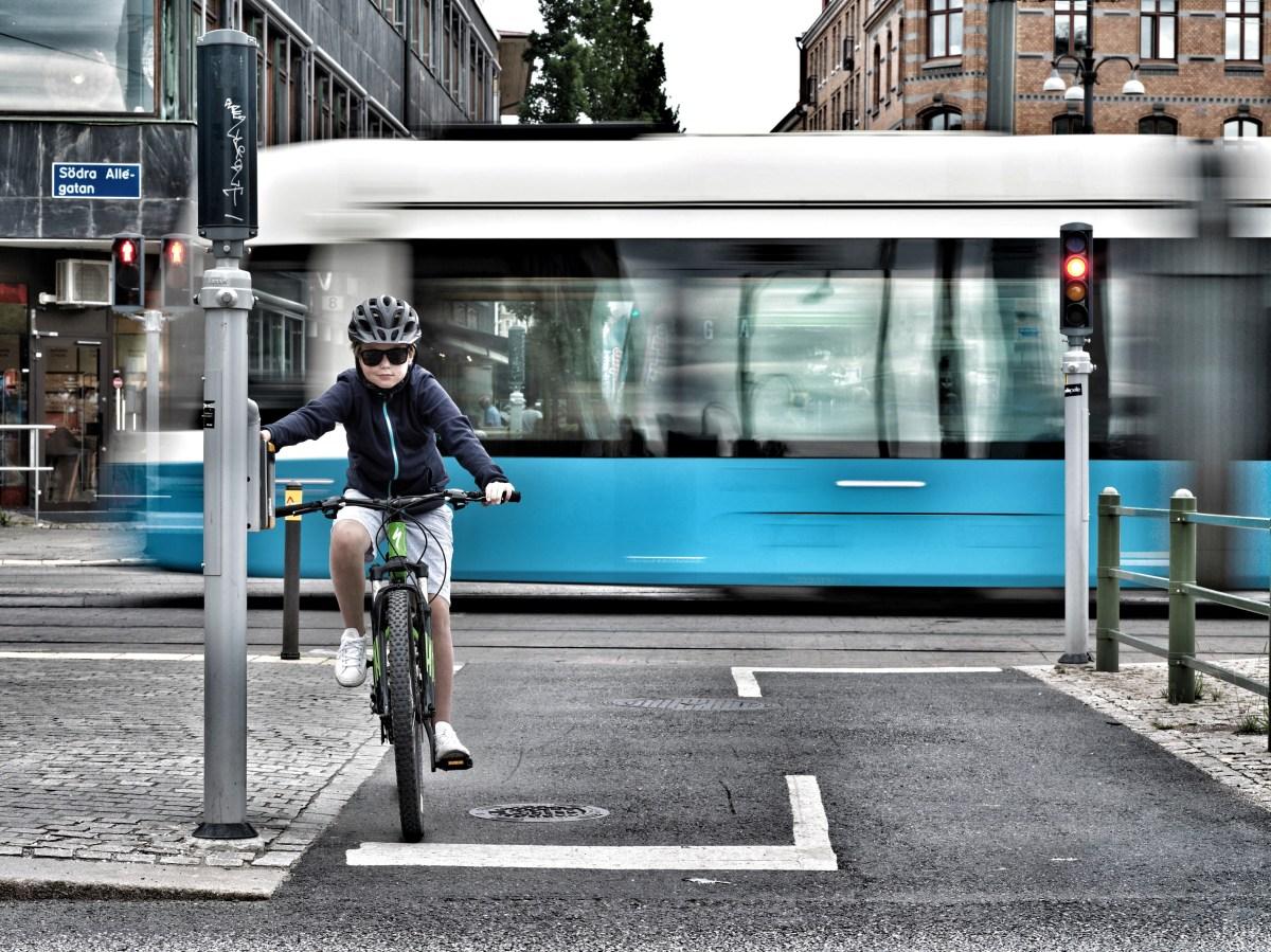 Barn på cykel - hur funkar det i olika åldrar?