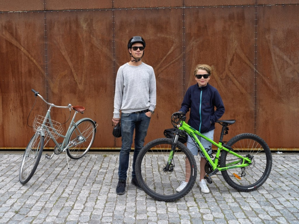 Urban cyclist i coola brillor