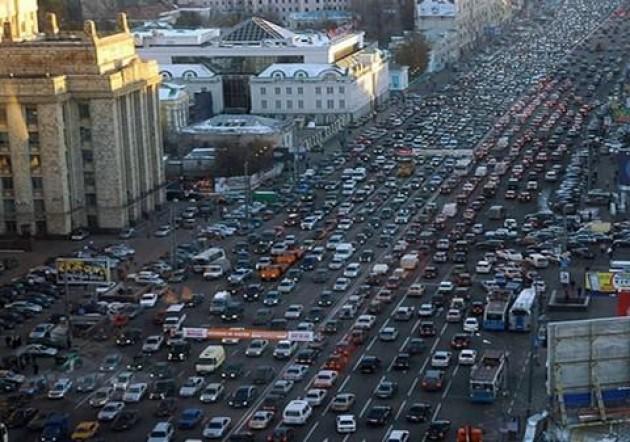 Circulation très chargée dans le centre de Moscou
