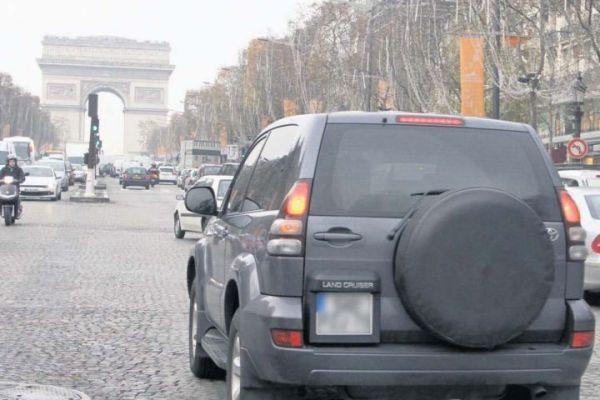 Les véhicules les plus polluants, grosses berlines, 4 x 4, vieux diesels et poids lourds, ne pourront plus circuler dans la capitale dès la mi-2012. Les zones concernées ne sont pas encore définies.
