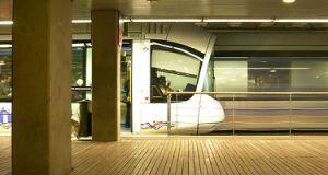 Tramway qui reste, tramway qui bouge (Lyon, France)