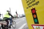 Ce nouveau dispositif, autorisé par un décret de novembre 2010, favorise une meilleure fluidité des déplacements tout en sécurisant le cheminement des cyclistes. Les cyclistes doivent continuer de céder le passage aux piétons et à la circulation générale.