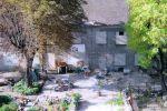 Paris, rue de la tombe-issoire (XIVe ). Construite sur une parcelle de 2 750 m 2 , la ferme de Montsouris est depuis l'objet d'un bras de fer judiciaire entre le promoteur, la Soferim, et une association de sauvegarde du patrimoine. Les travaux sont interrompus.