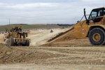 Des engins travaillant à la construction du canal Seine-Nord, en avril 2011, à Licourt, près d'Amiens, dans le nord de la France.