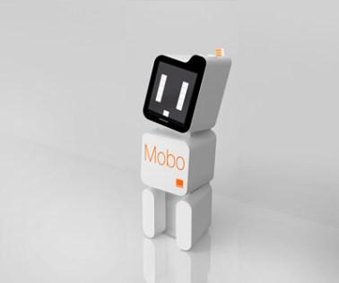 Collecteur intelligent de téléphones mobiles Mobo développe des interactions ludiques avec le public : son écran affiche ses « humeurs», il remercie pour le don d'un mobile et répond aux SMS qu'on lui envoie. Connecté à une plateforme de service il optimise la gestion de la récupération des mobiles collectés.