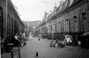 Une courée à Roubaix au début du 20ème siècle.