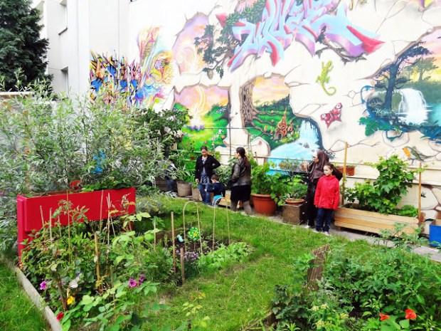 Le jardin ECOBOX, association emmenée par le collectif AAA, est situé au bout de l'Impasse de la Chapelle, station de métro Marx Dormoy. Crédits Photos : ECOBOX