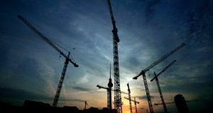 1280px-Berlin_Alexanderplatz_construction_cranes