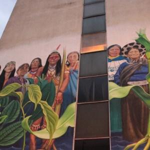 Peinture représentant neuf femmes indigènes emblématiques de la lutte pour la protection de l'environnement