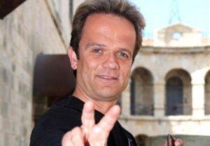« Hé, tu sais sur combien de site Jean-Jacques Ory a été retenu ? »