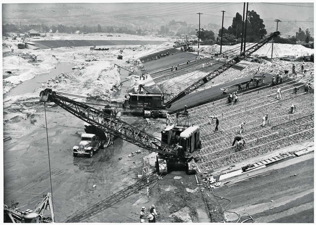 Photo historique - travaux de canalisation de la Los Angeles River