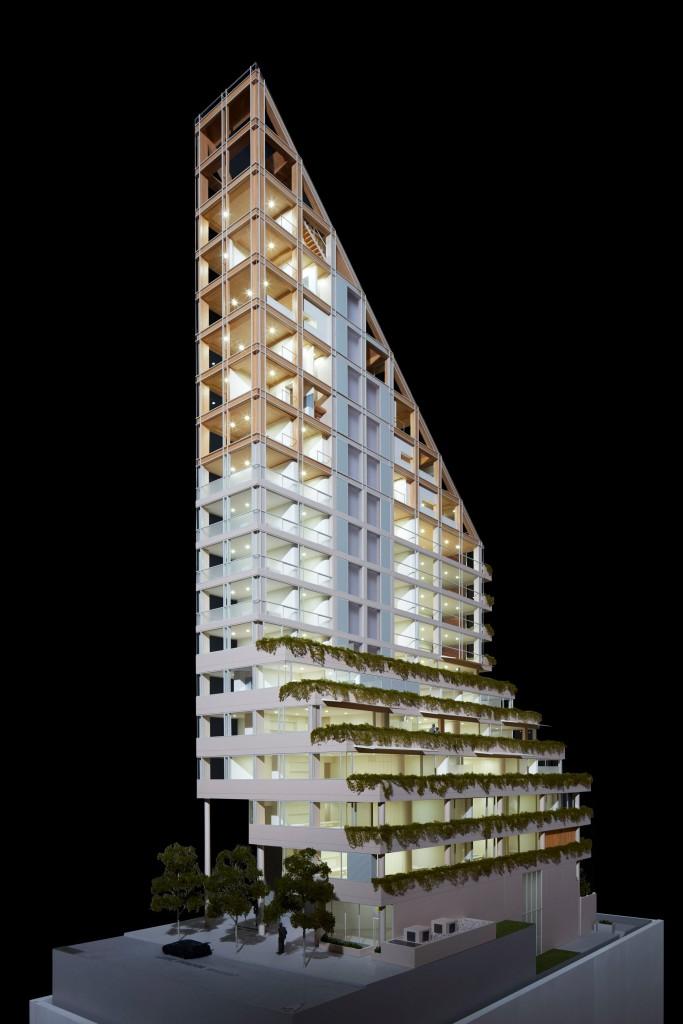 La maquette du projet avec la complexité de la structure béton, acier, puis bois / © Shigeru Ban Architects