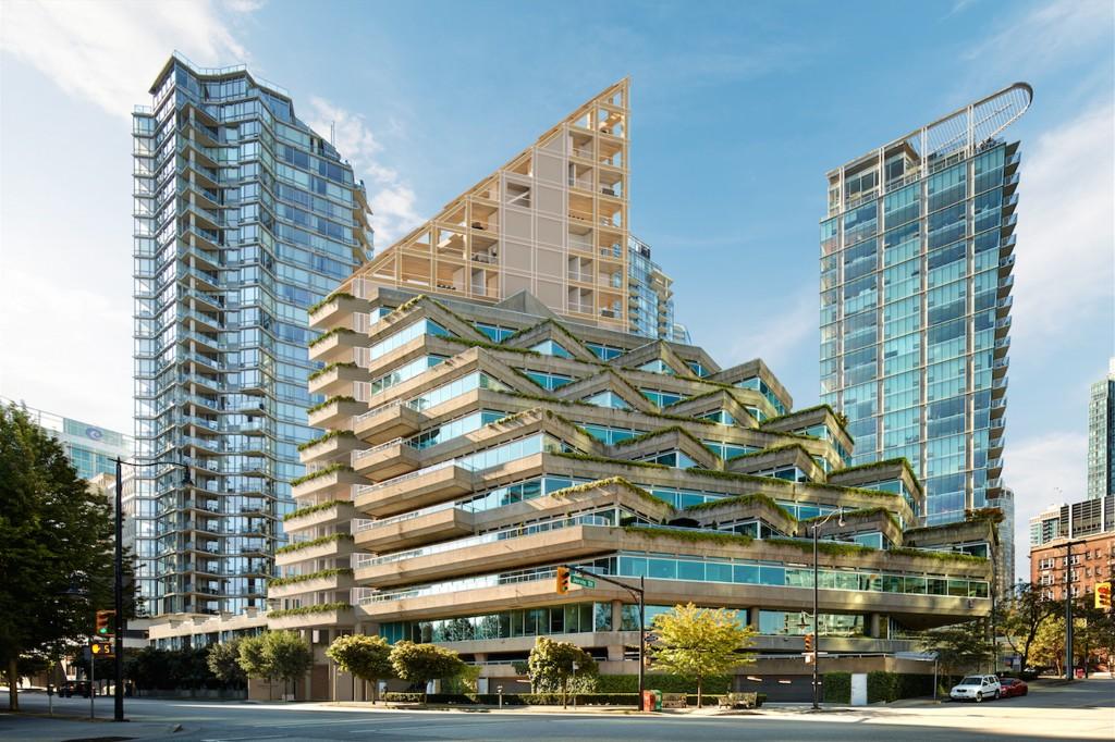 Le projet de l'agence Shigeru Ban Architects à vocation à compléter le projet « Evergreen Building » conçu par l'architecte Arthur Erickson en 1978 ! / © Shigeru Ban Architects