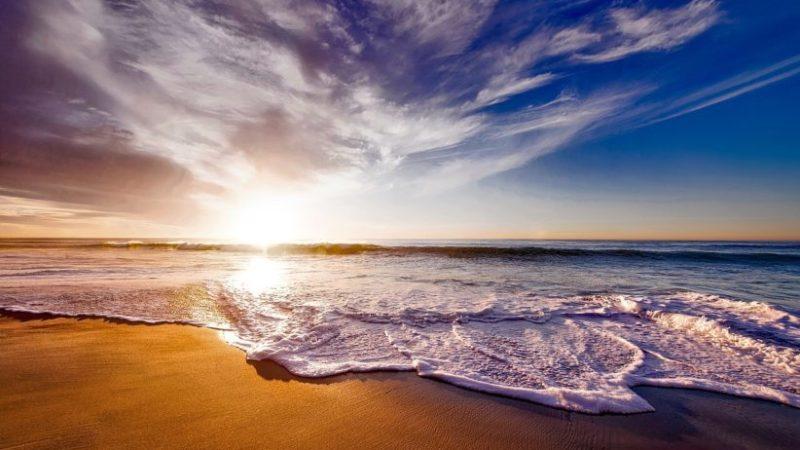Las playas andaluzas consiguen 100 banderas azules en 2020