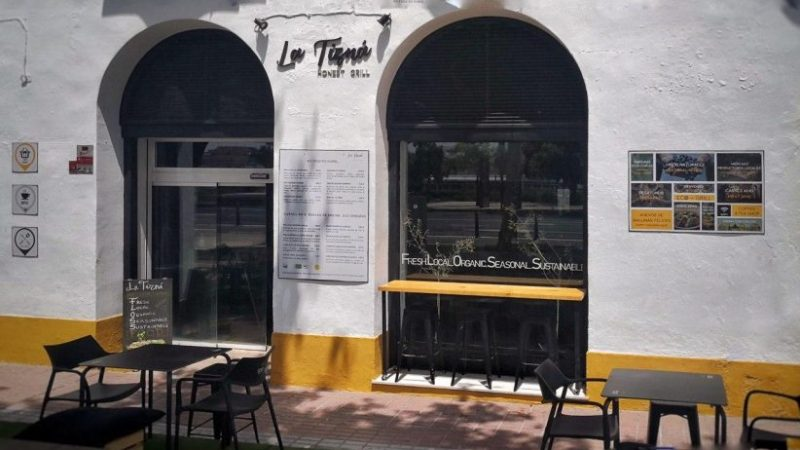 La Tizná Honest Grill reabre con veladores y el primer FLOSS Club de Sevilla