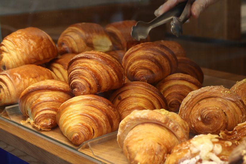 Manu Jara celebra el Día Internacional del Croissant