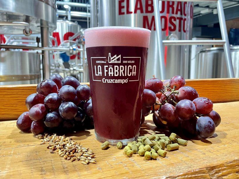 Cruzcampo Grape Beer, la cerveza que parece vino tinto