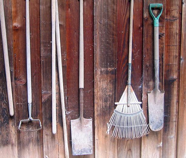 gardentools-hanging-lisagsf-flickr